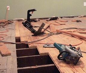kak_vipolnit_demontazh_derevyannogo_pola Как выполнить демонтаж деревянного пола?