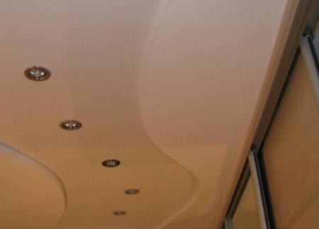 otdelivaem_potolok_v_koridore Отделываем потолок в коридоре
