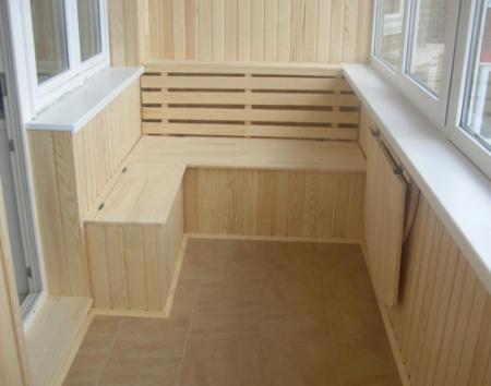 otdelka_balkona_s_pomoshyu_drevesnih_materialov Отделка балкона с помощью древесных материалов