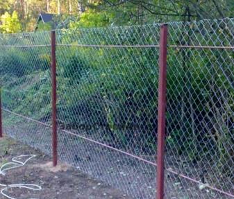 sdelat_zabor_iz_setki_rabici-_osnovnie_preimushestva Сделать забор из сетки рабицы, основные преимущества