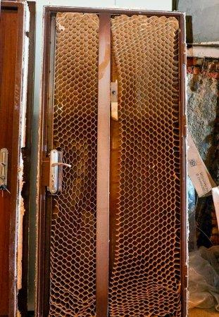 stoit_li_priobretat_kitajskie_vhodnie_metallicheskie_dveri Стоит ли приобретать китайские входные металлические двери
