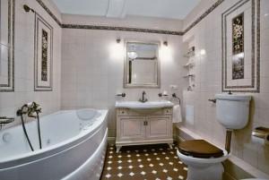 Оригинальная отделка стен ванной комнаты