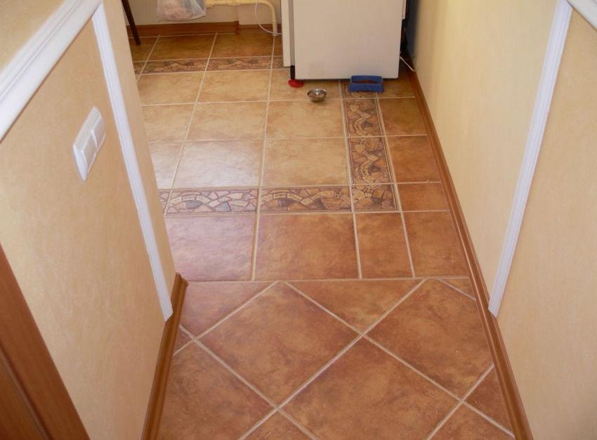пол на маленькой кухне плитка фото