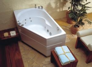 Вариант асимметричной ванны с гидромассажем