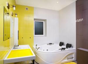 Вариант ванны в желтом цвете