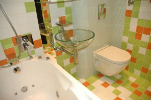 Vannaja_v_hrushhevke-01-300x199 Комфортная ванная комната в хрущевке