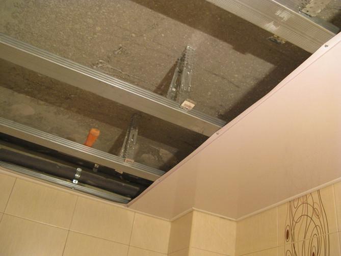 Монтаж панелей пвх на потолок в ванной своими руками