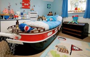 Вариант дизайна  детской комнаты в морском стиле
