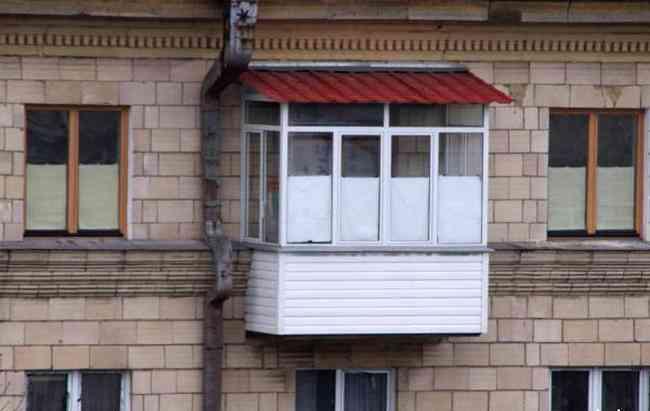 Остекление балкона с крышей - возможные варианты, как правил.