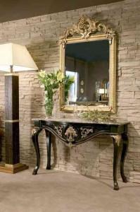 Зеркало у столика в прихожей фото