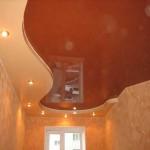 Potolok_v_gostinoj_iz_gipsokartona-01-300x225 Потолок в гостиной из гипсокартона – безграничные возможности дизайнерских идей
