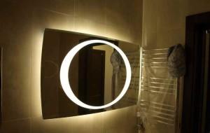 zerkalo_s_podsvetkoj_dlja_vannoj-01-300x234 Выбираем зеркало с подсветкой для ванной