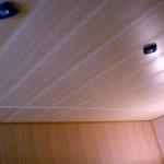 Plastikovyj_potolok_v_vannoj-01-300x240 Пластиковый потолок в ванной