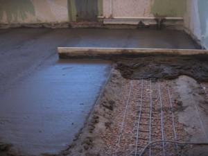 betonnaja_stjazhka_pola-01-300x193 Техника бетонной стяжки пола