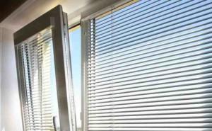 zhaluzi_na_plastikovye_okna-01-300x185 Жалюзи на пластиковые окна: обзор и установка
