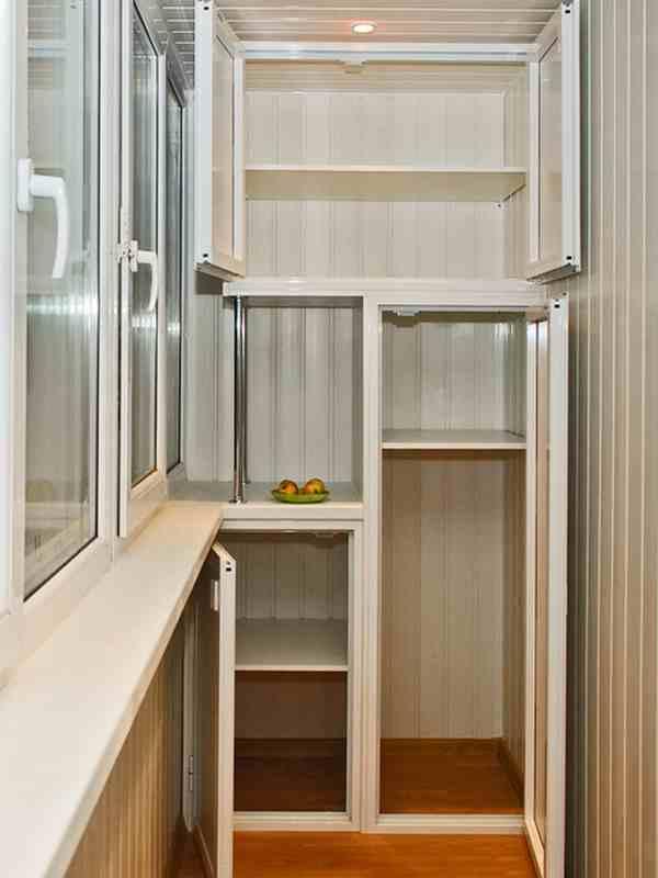Хозяйственные шкафчики для балкона.