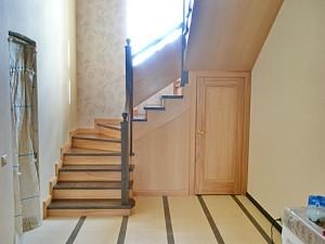 interer_lestnic-01-300x183 Интерьер лестниц в гостиной