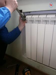 8-225x300 Как заменить радиатор отопления