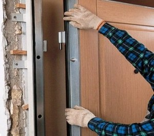 1310659455_ustanovka-vhodnyh-dverey-svoimi-rukami-300x265 Установка наружной двери своими силами