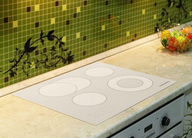 obzor-indukc-varocn-panel-e1500886438234 Какую поверхность варочной панели выбрать. Обзор встраиваемых панелей и плюсы каждой