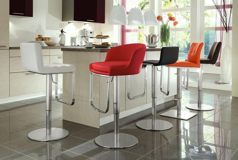 ffb4818f956c5c244db99bb27be8a319 Дизайнерские барные стулья – яркий доминант кухонного интерьера