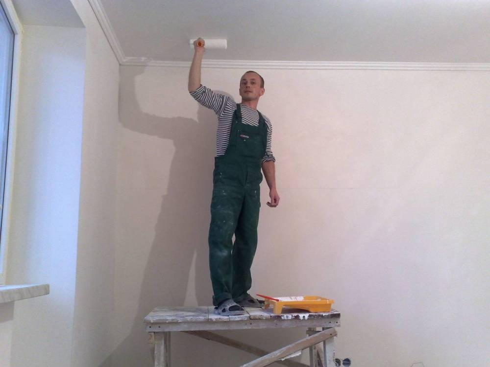 Как самостоятельно покрасить потолок в новостройке