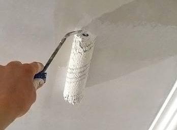 chem_pokrasit_potolok_v_vannoj_komnate Чем покрасить потолок в ванной комнате