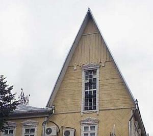 dom_s_ostrokonechnoj_krishej Дом с остроконечной крышей