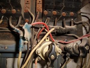 Remont-ehlektroprovodki-10-300x225 Старая электропроводка – новые проблемы в доме