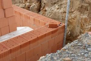 fundament_kirpich_Fotolia_29980525_XS-300x200 Фундамент кирпичный и фундамент бетонный