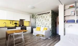 kombinirovanie-oboev-v-interiere-12-300x177 Как выбрать обои для квартиры студии?