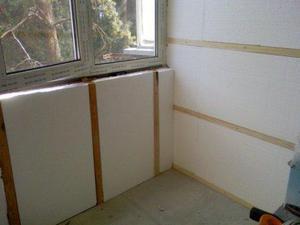 creplenie_penopolistirola_k_stene-300x200 Утепление стен пенопластом