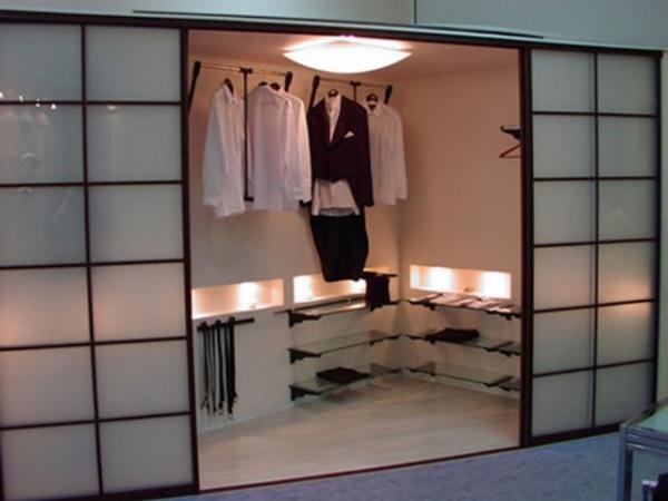 garderob1-1024x768-300x225 Зонирование гардеробной комнаты