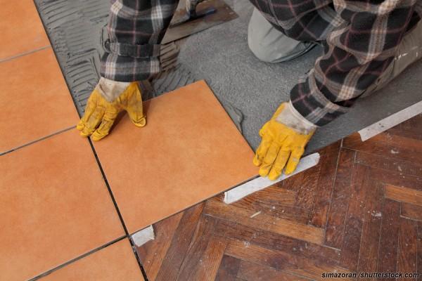11-300x200 Как скомбинировать керамическую плитку с ламинатом