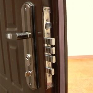 4-300x300 Противовзломная металлическая дверь: надежность и качество
