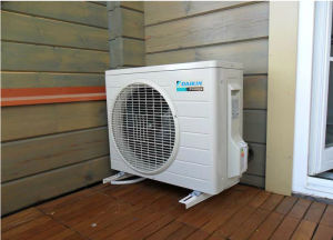 ustanovka-kondicionera-na-balkone-300x216 Особенности установки кондиционеров