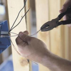 15-300x300 В каких случаях необходима помощь электрика?