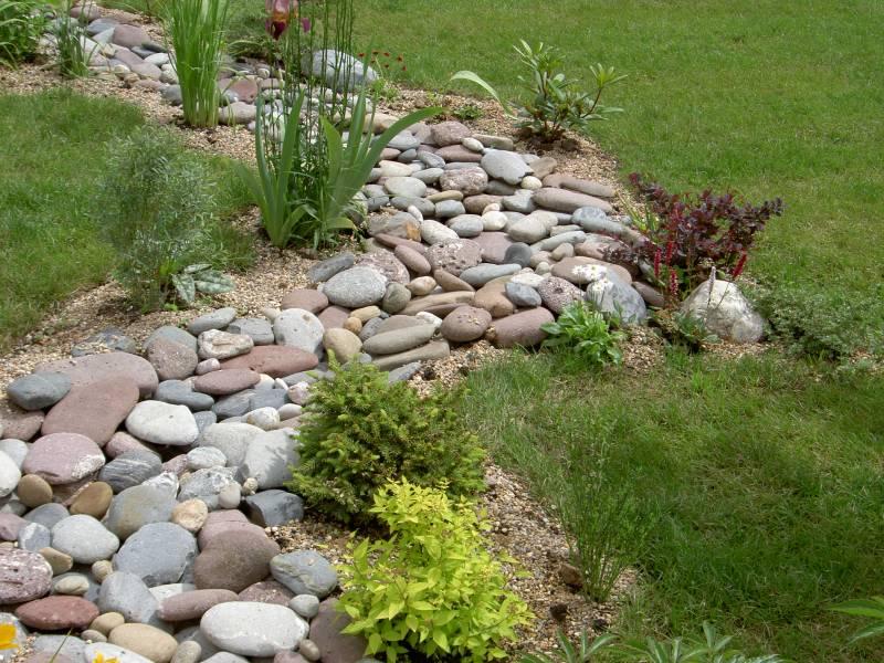 -в-саду-300x200 Камень в саду