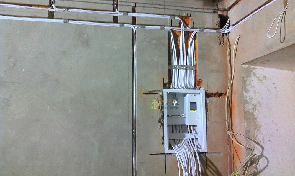 montazh-elektroprovodki-photo-1 Электрика. Преимущества найма коммерческих электриков для вашего дома