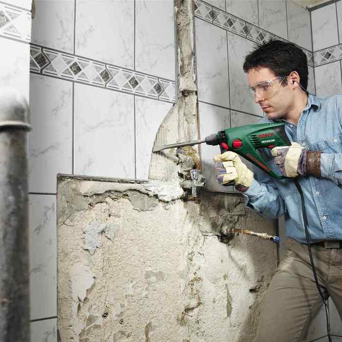 Удаление ненужной кафельной плитки со стен