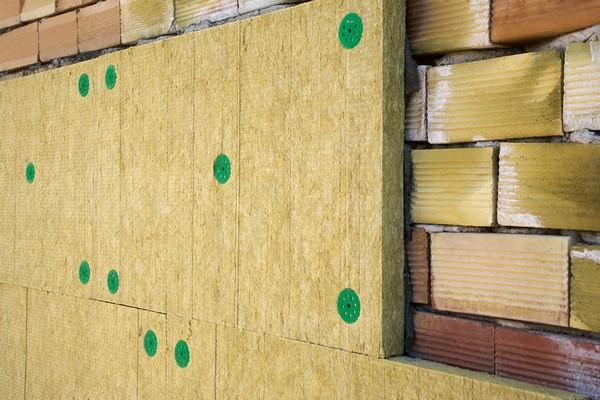 5 Чем утеплить стены изнутри квартиры или дома