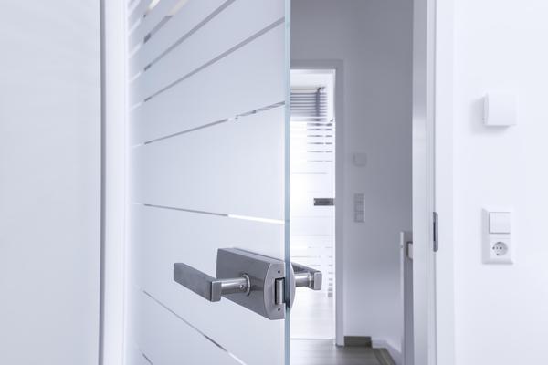 QbFIiT Фурнитура для современных стеклянных дверей